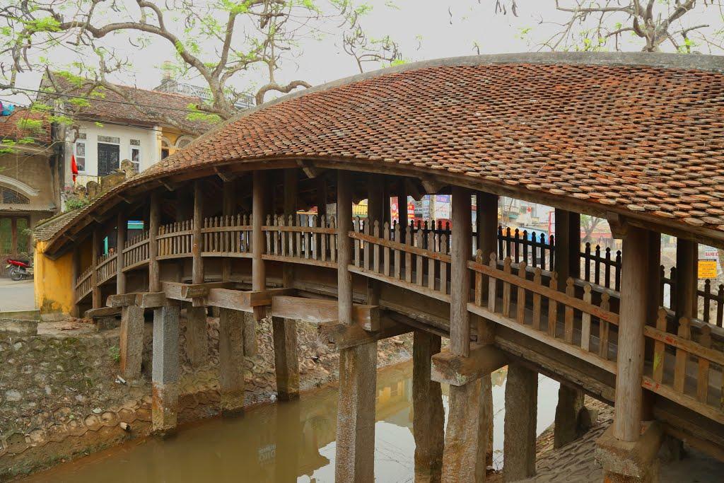 Cầu ngói chợ Lương 500 năm tuổi hình rồng bay